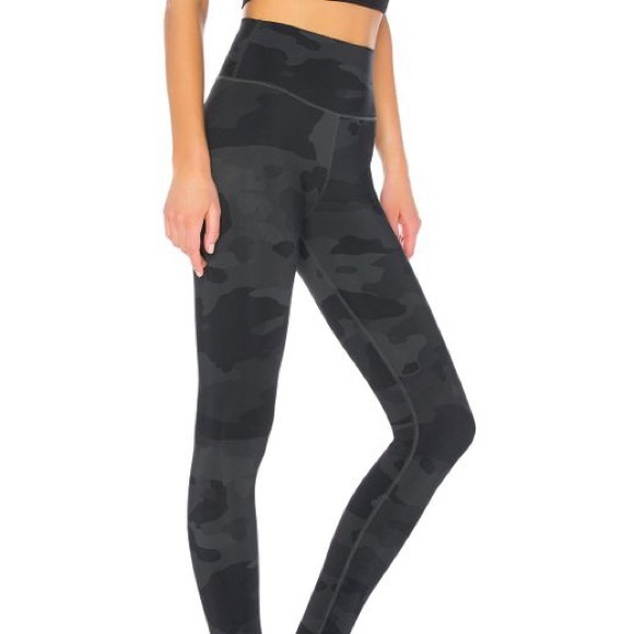 arrives preview of hot-selling genuine ALO High Waist Vapor Camo Leggings